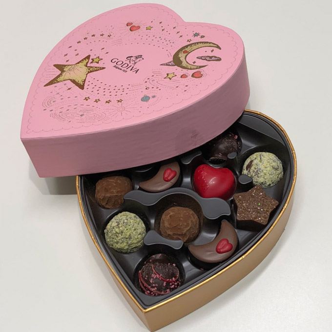 スタッフから院長にチョコレートの写真2